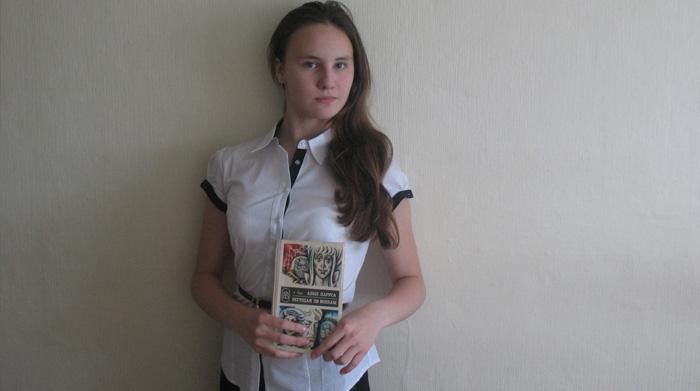 """Фото с книгой """"Алые паруса"""""""